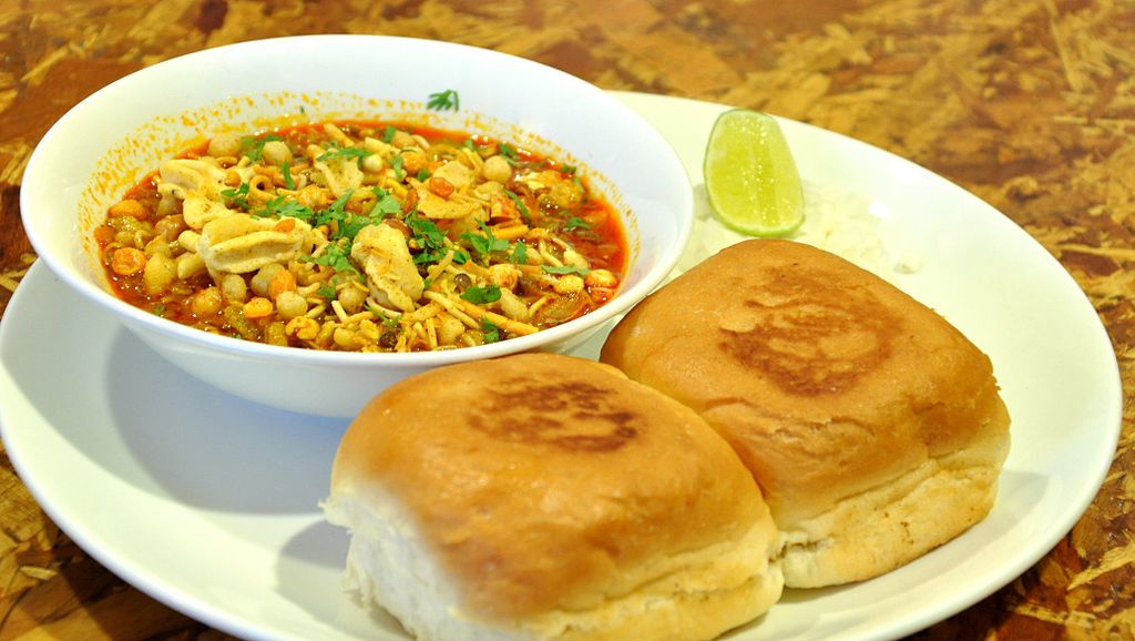 Sizzle with misal pav