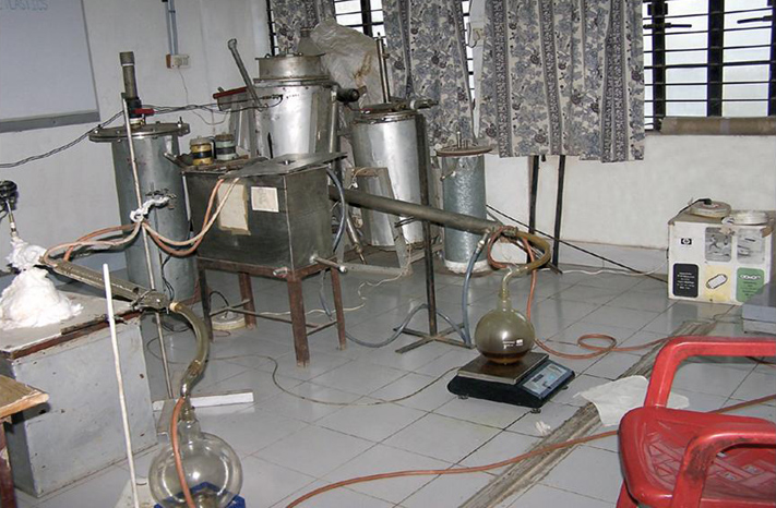 Alka Zadgaonkar Lab - Petrol from Plastic waste