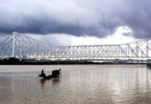 Monsoon_Howrah_Bridge_01_caleidoscope