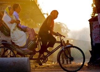 Delhi dawn rickshaw pullers