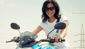 biker-chicks-mysore-Shruthi riding a bike
