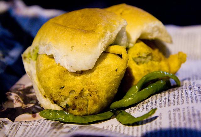 Cutting Chai And Vada Pav - Mumbai Vada Pav