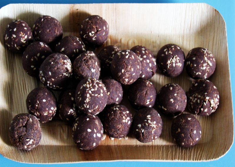 Vegan Meals - Vegan Ragi balls with sesame