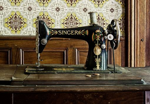 Singer Sewing Machine-Odin's_raven