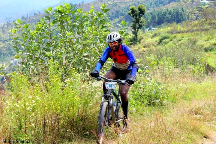 MTB-Himalaya - Riding on slushy grassland is a tough task