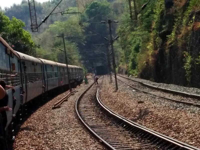 Borra-Caves-Train_View