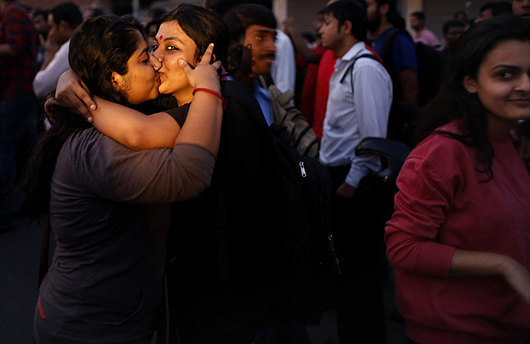 Kiss-of-Love | Courtesy: AP-FE