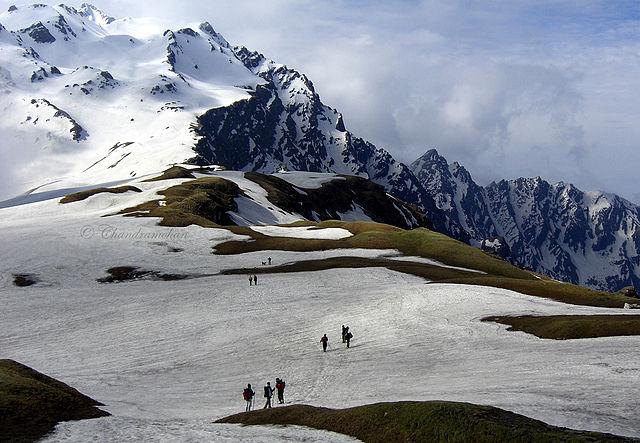 offbeat travel in himachal - Skiing in Narkanda