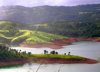 Umiam-Lake-or-Barapani-Lake-Shillong