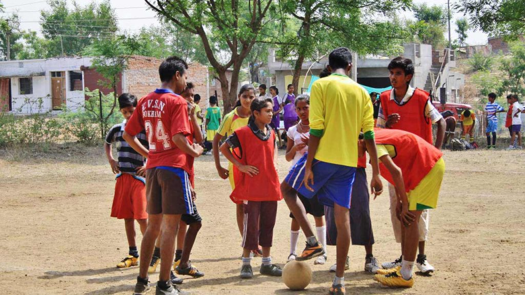 Voluntouring in India Slum-Soccer