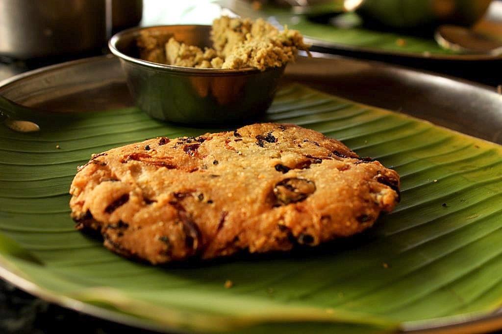 Bangalore-Regional-Cuisine-Maddur-Vada