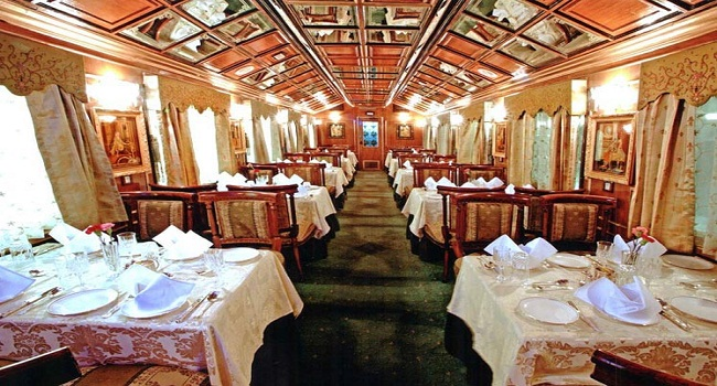 palace-on-wheels-dining