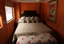 palace-on-wheels-bedroom