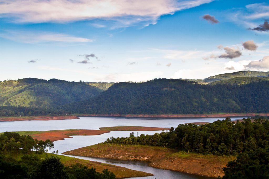 Best-Offbeat-Honeymoon-Destinations-Shillong