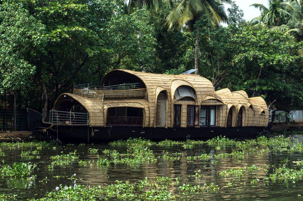 Best-Offbeat-Honeymoon-Destinations-in-Kerala