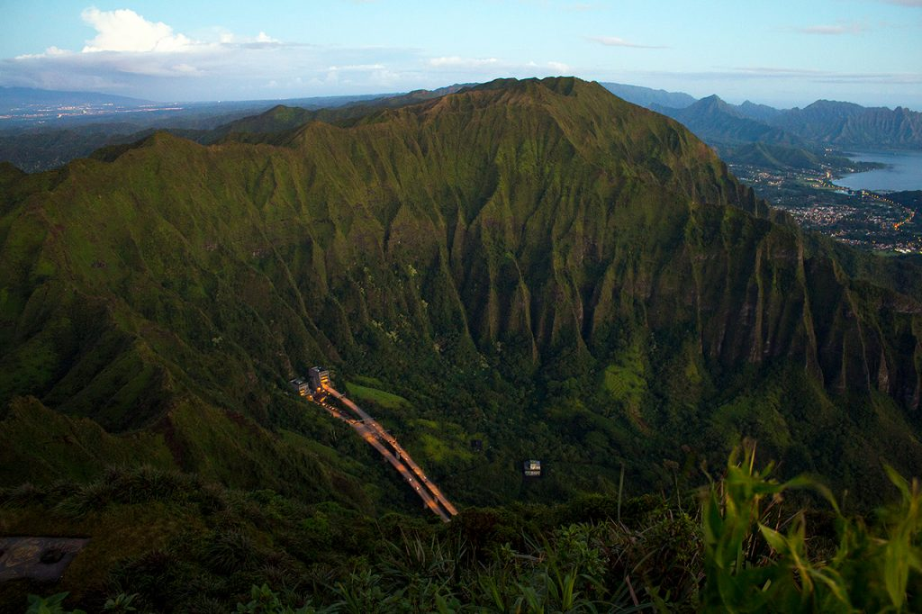 Top-Offbeat-Spots-in-Hawaii-Ha'iku-Stairs