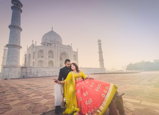 Top-Pre-Wedding-Photo-Shoot-locations-in-India-Taj-Mahal,-Agra
