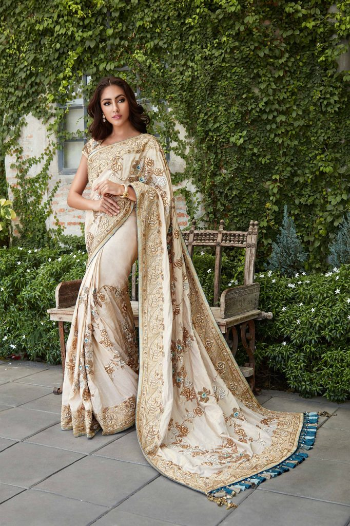 Top-Three-Traditional-Indian-Clothing-Sari