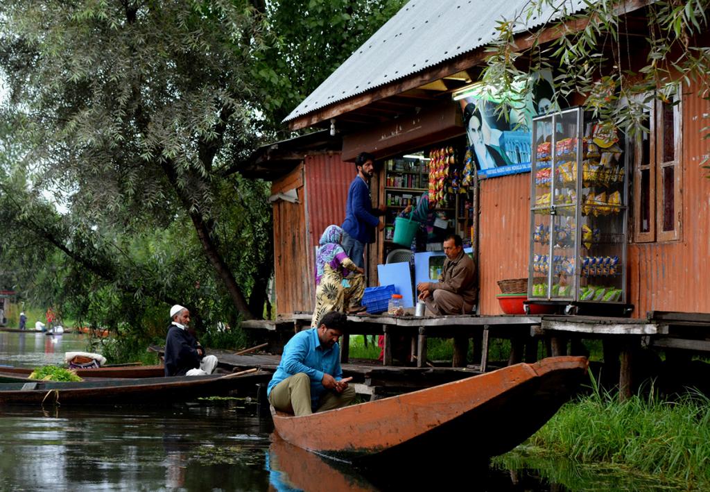 Dal-lake,-Srinagar,-Kashmir-01