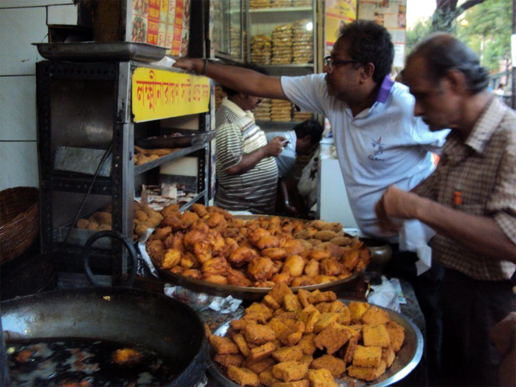 Streets-of-Kolkata-Lakshinarayan-Shaw-–the-famous-telebhaja-shop