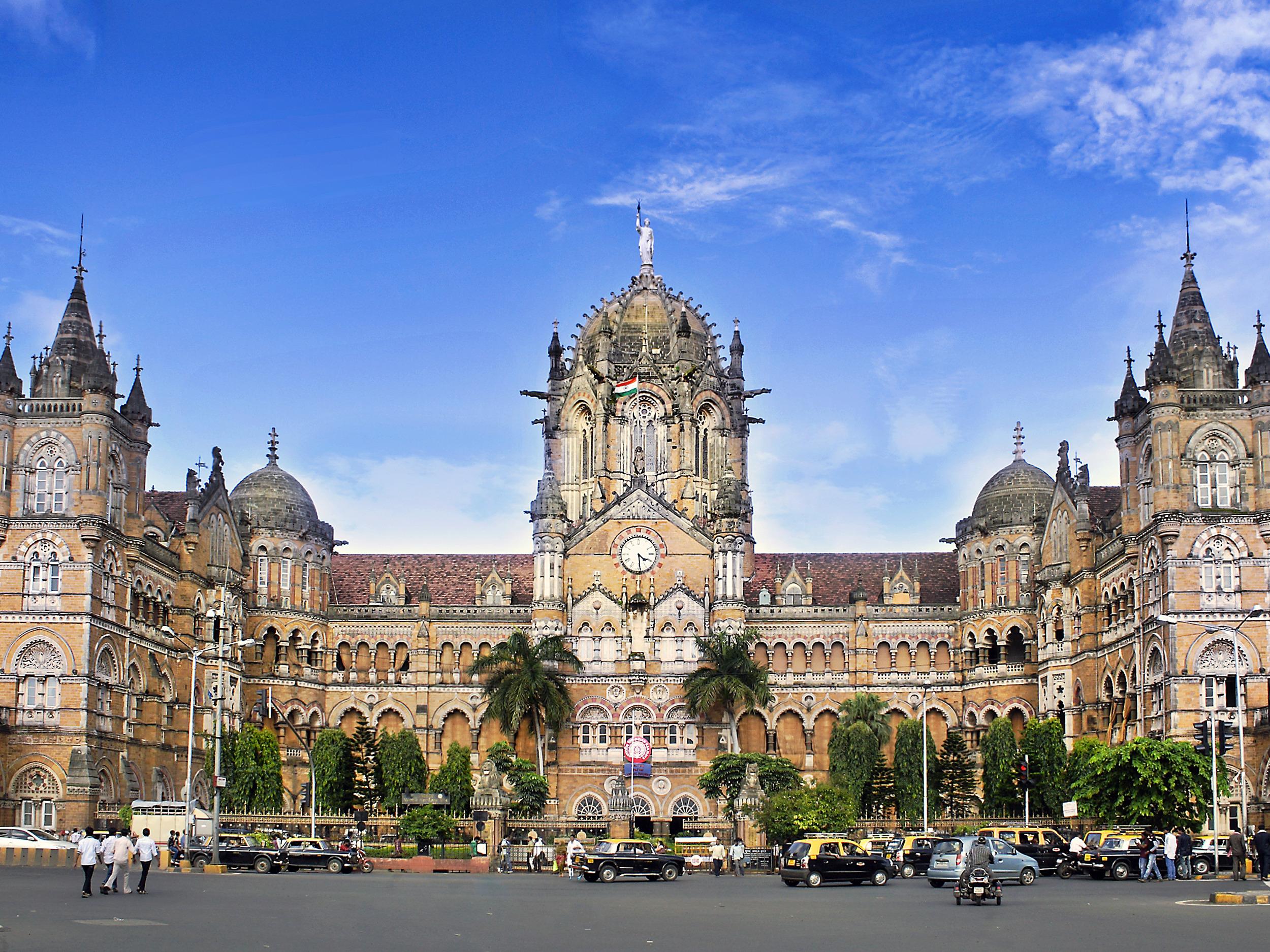 Train Ride to Chhatrapati Shivaji Terminus