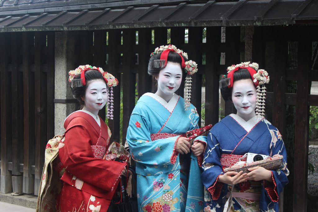 Japan-and-India-A-Cultural-Comparison-Dressing-kimono