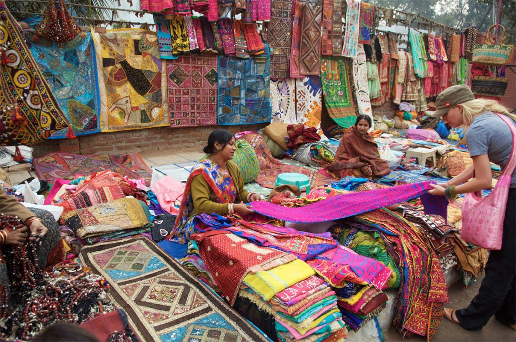 Places-in-Delhi-To-Buy-Perfect-Diwali-Gifts-03