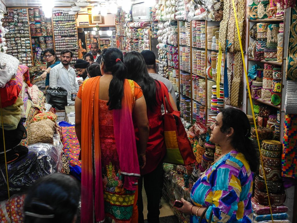 Places-in-Delhi-To-Buy-Perfect-Diwali-Gifts-06