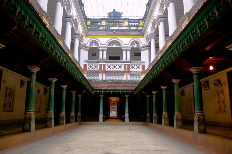 Traditional-Homes-of-South-India-pillared-courtyard