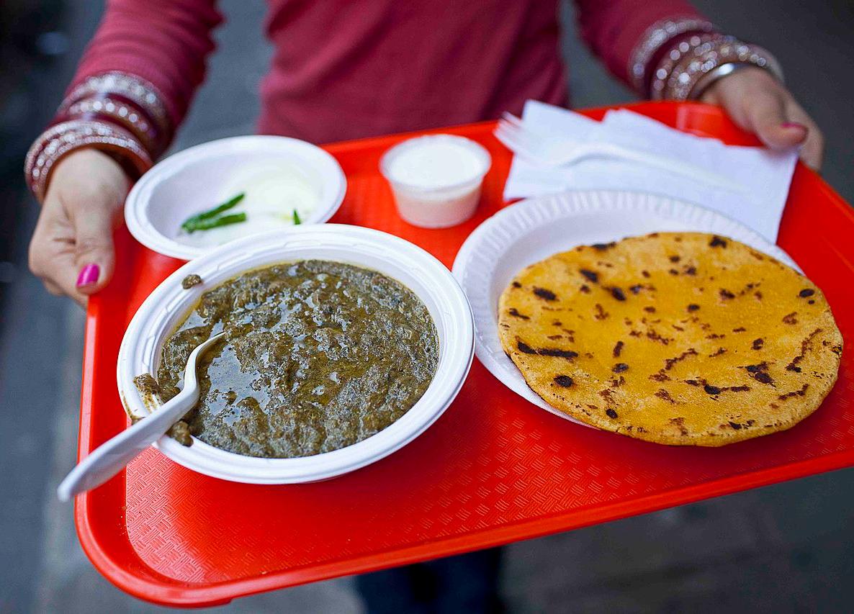 Indian-Winter-food-Sarson-ki-saag-makki-di-roti