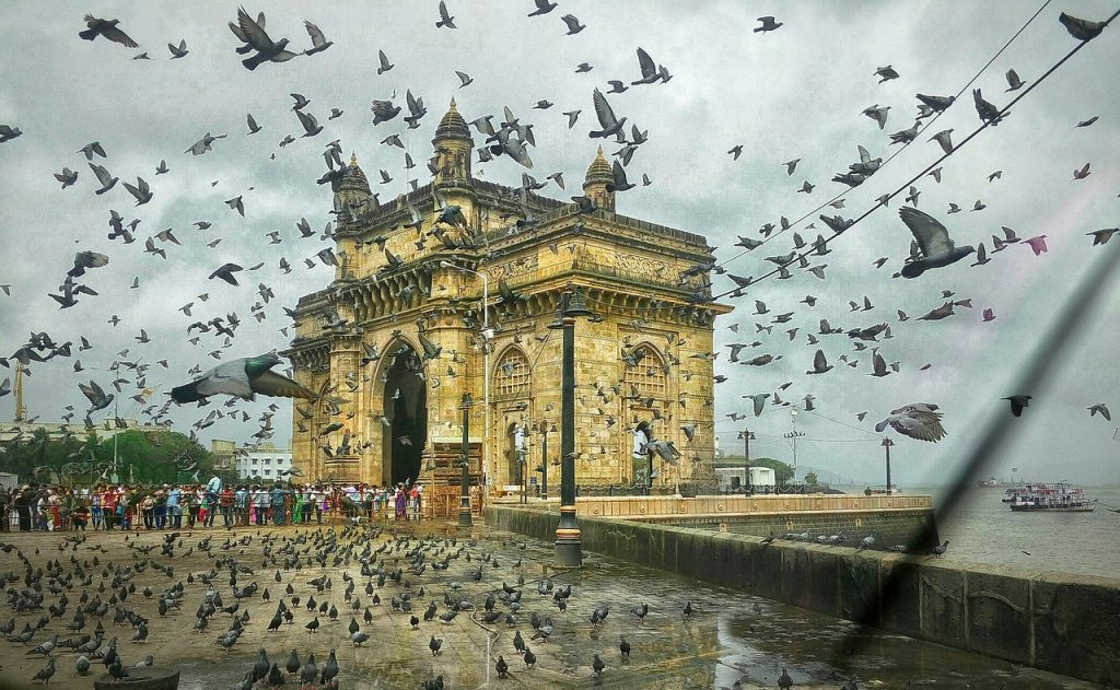 Famous-Historical-Places-in-Mumbai-Gateway-of-India