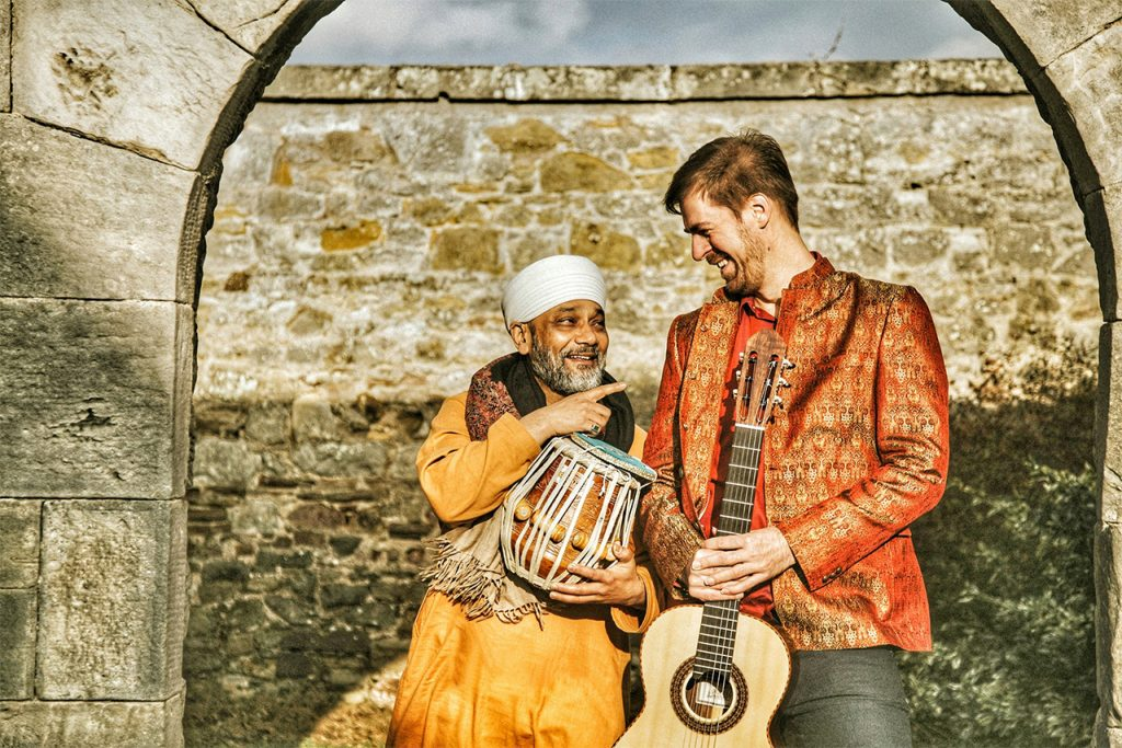 Simon-Thacker-with-Indian-Musicians