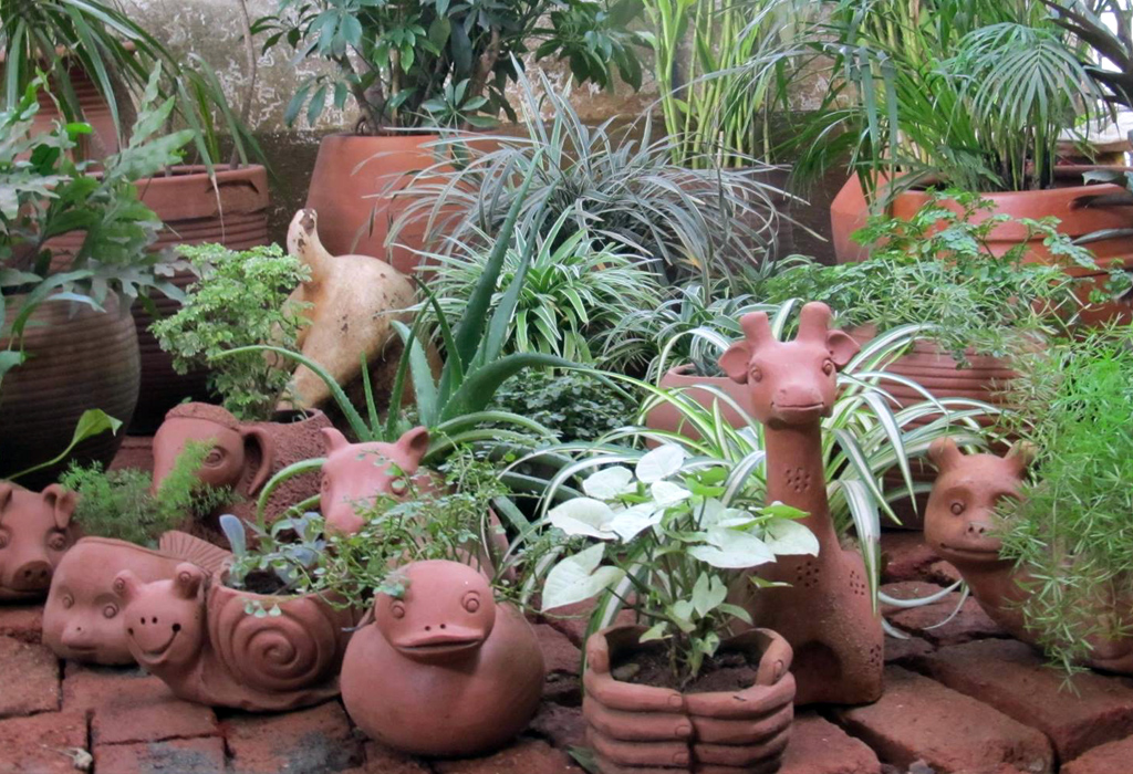 MAATI Terracotta – Hand crafted Terracotta planters and artifacts.