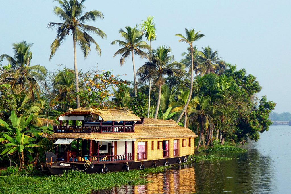 Most-Beautiful-Honeymoon-Places-in-India-Alleppey