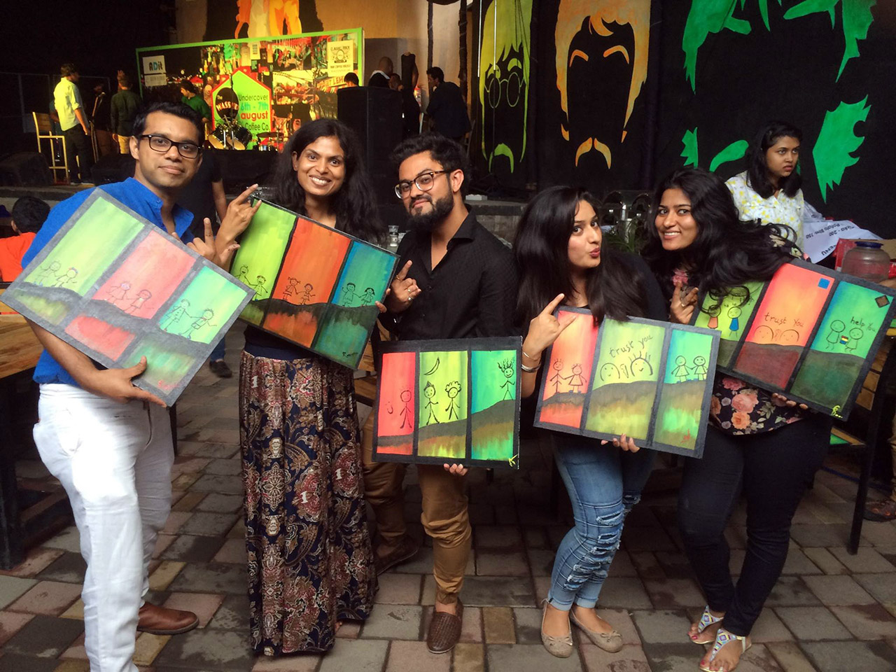 Group Art Circle – Drink. Paint. Socialize.