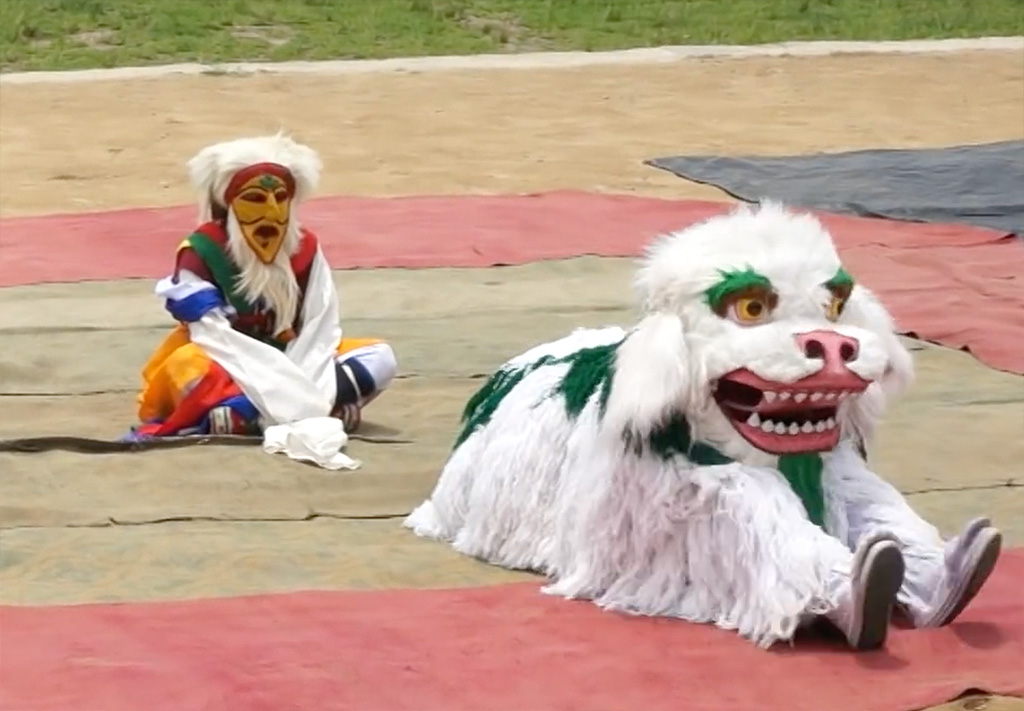 Folk-Dance-Forms-of-Northeast-India-Singhi-Chham-Sikkim