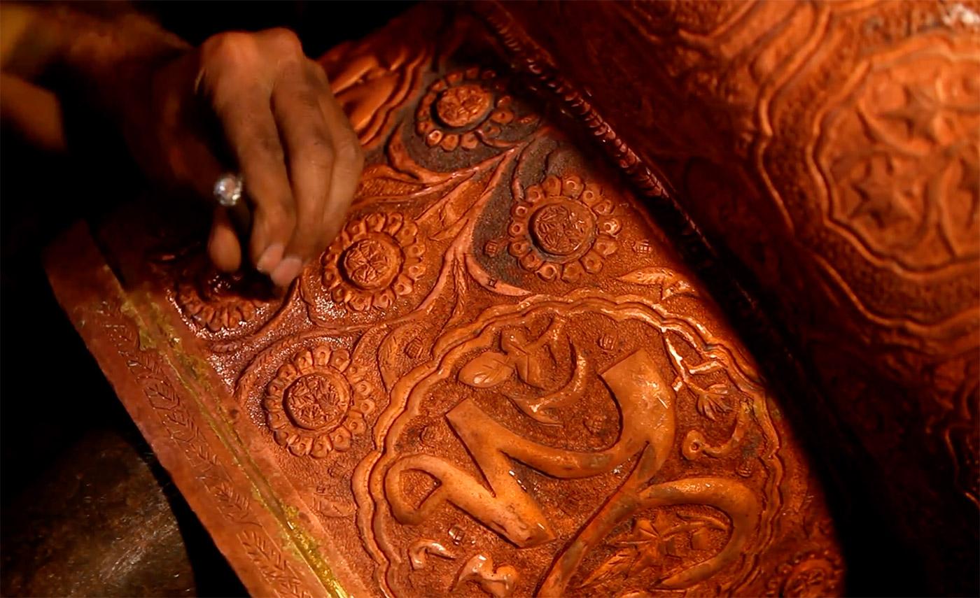 Metal-Crafts-of-India-Naqashi-art-kashmir