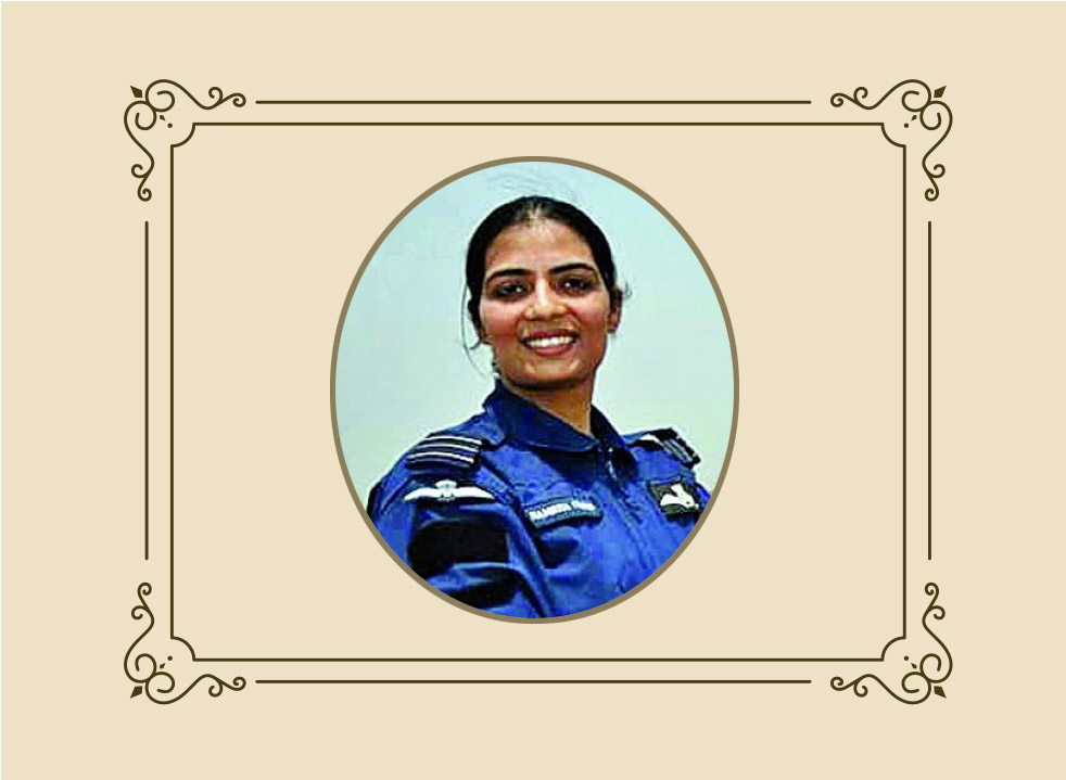 Gunjan-Saxena-and-Flt.-Lt.-Srividya-first-women-pilots-to-fly-into-a-combat-zone-during-the-Kargil-War