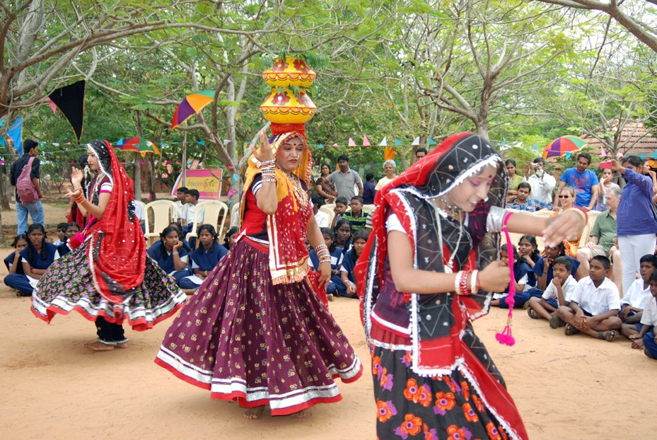 Folk-Dance-Forms-of-Central-India-Matki-dance-practiced-in-Malwa