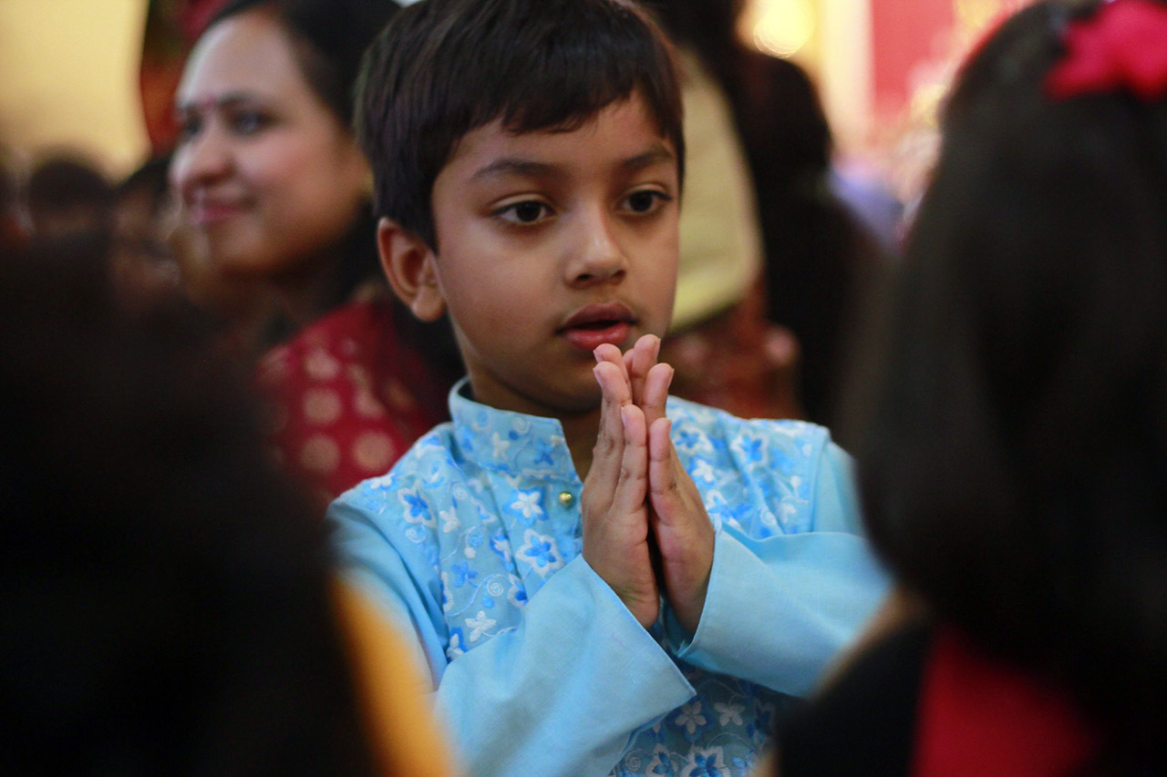 teaching-Indian-Family-Value-Respect-to-Kids