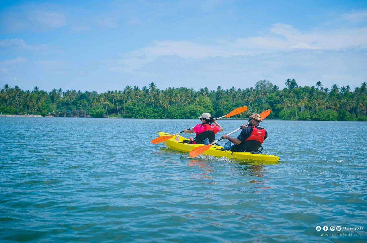 Top-10-Adventure-activities-in-India-Canoeing-and-Kayaking