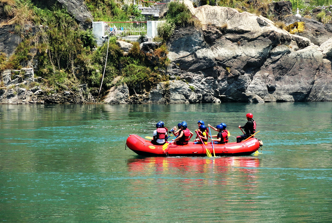 Top-10-Adventure-activities-in-India-Rafting