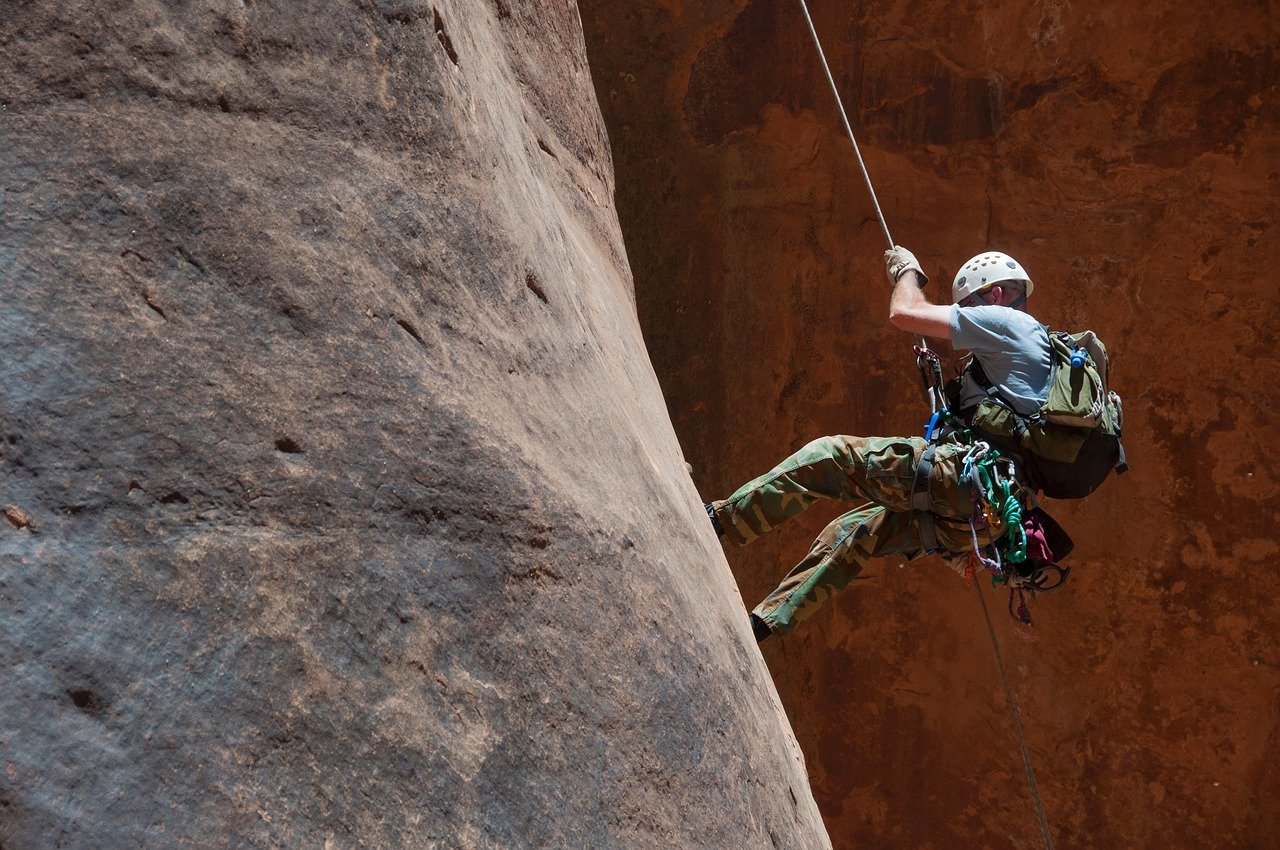 Top-10-Adventure-activities-in-India Rappelling