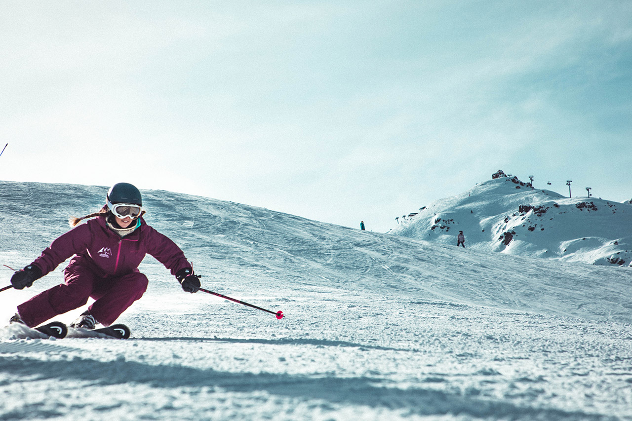 Top-10-Adventure-activities-in-India-Skiing
