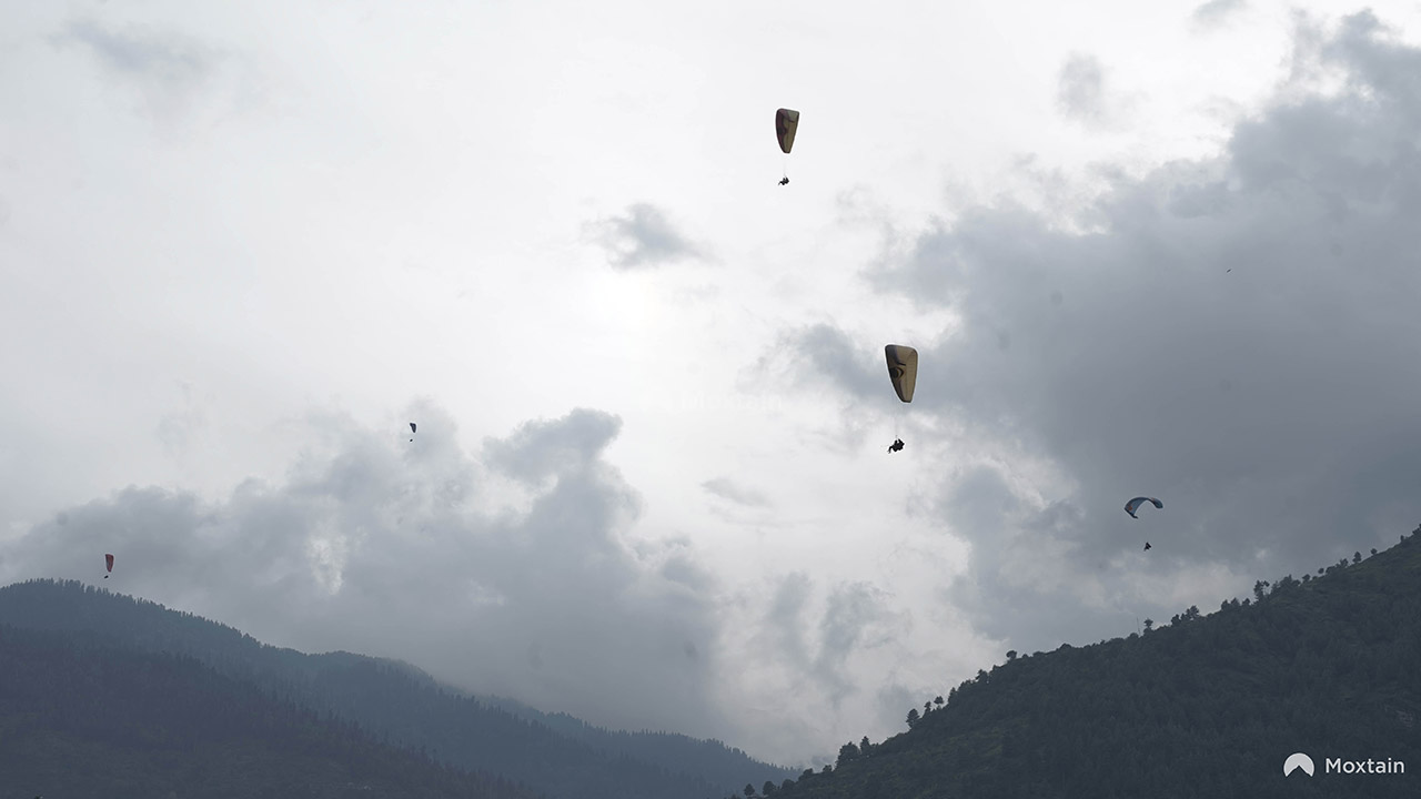 Top-10-Adventure-activities-in-India-paragliding