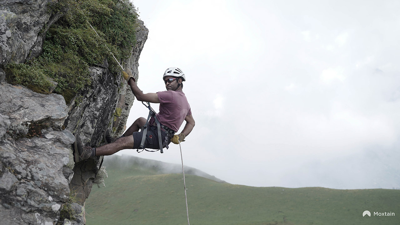 Top-10-Adventure-activities-in-India-rock-climbing