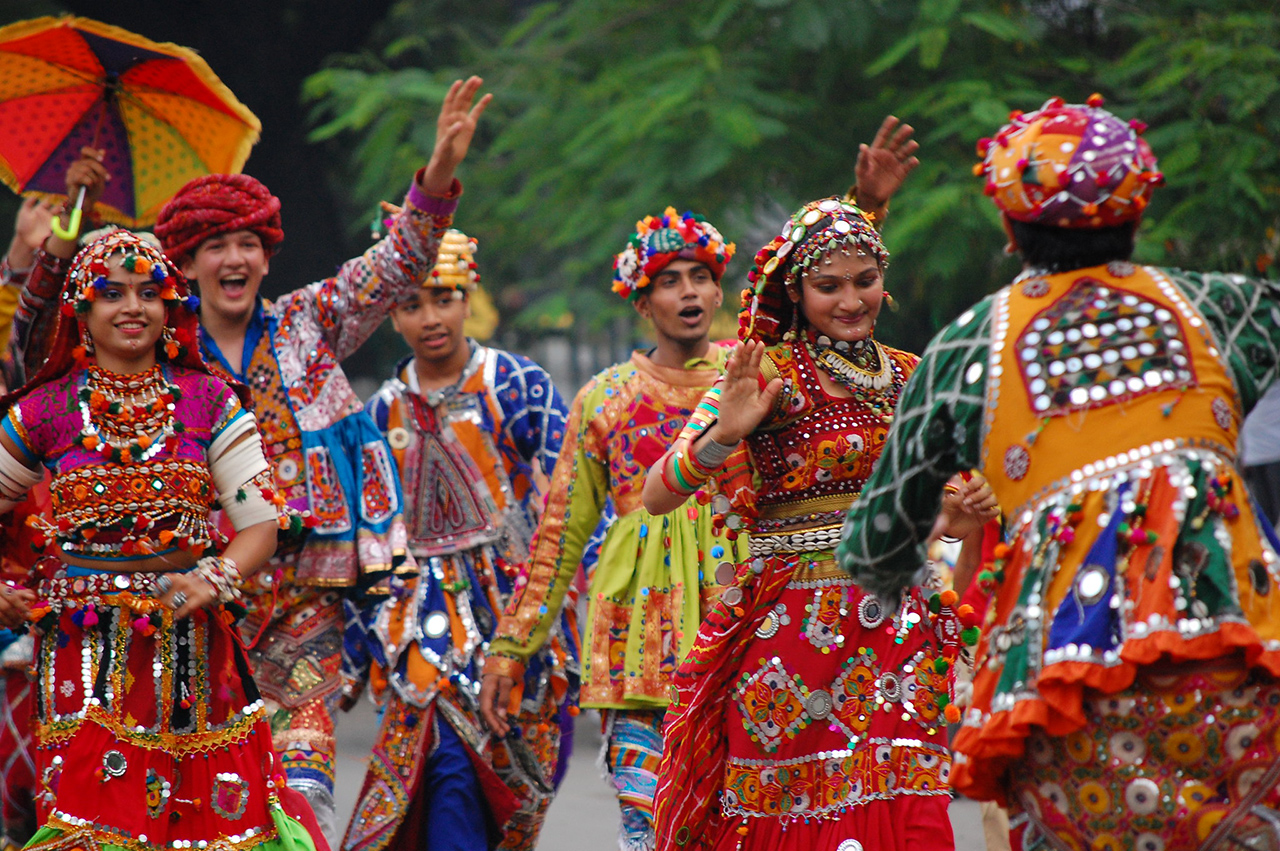 Features-of-the-Traditional-Dresses-of-Gujarat