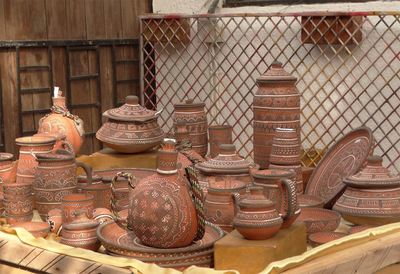 Handicrafts-from-Gujarat-Khavda-pottery