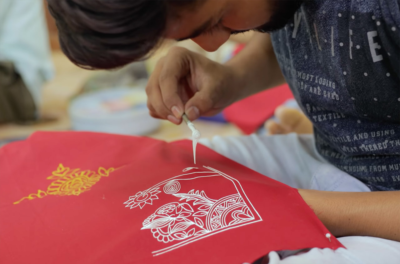 Handicrafts-from-Gujarat-Rogan-Painting