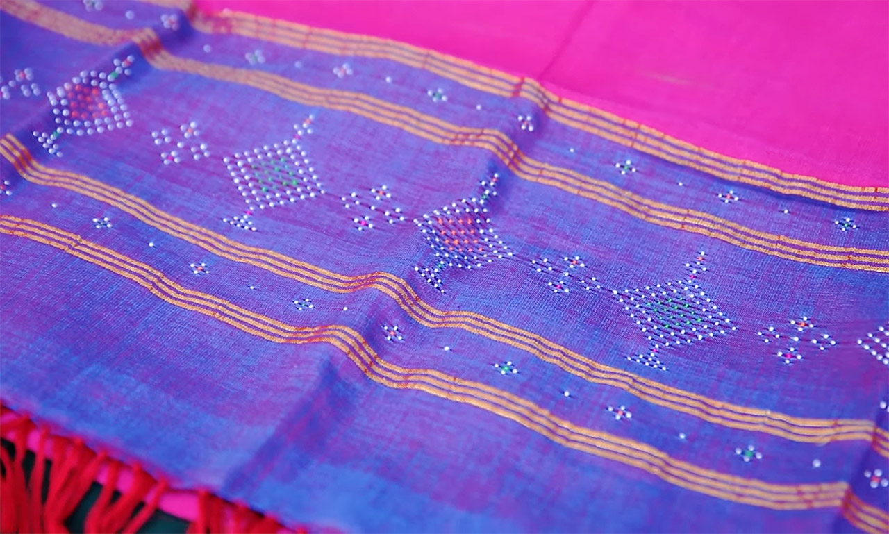 Handicrafts-from-Gujarat-tangaliya-weaving